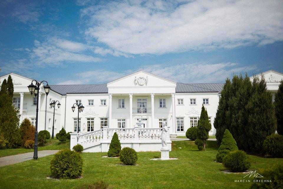 biały pałac niesięcin