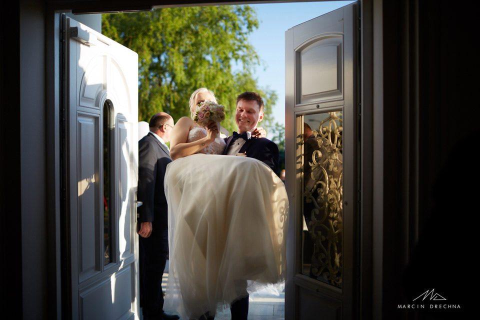 biały pałac niesięcin zdjęcia ślubne