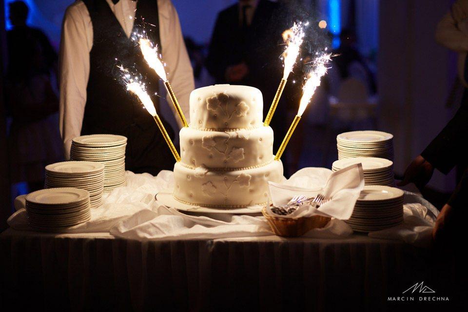 torty weselny biały pałac niesięcin