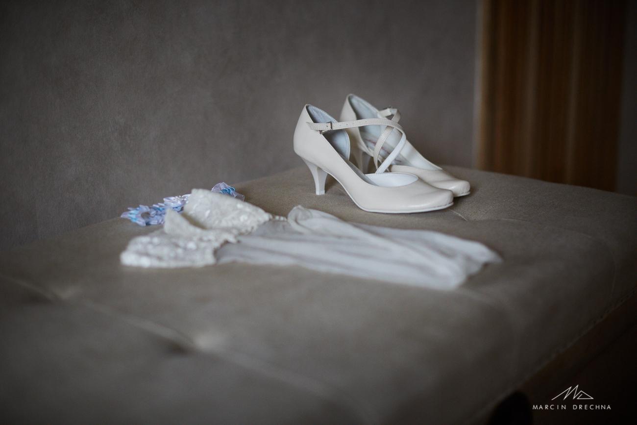 fotografia ślubna butów ślubnych
