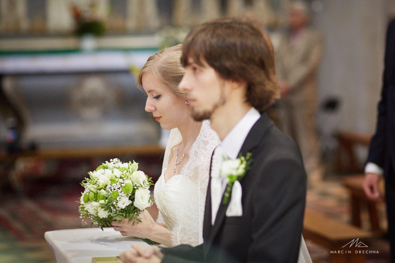 zdjęcia ślubne kościół na podklasztorzu