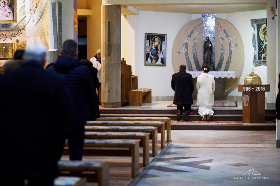 zdjęcia w kościele w piotrkowie