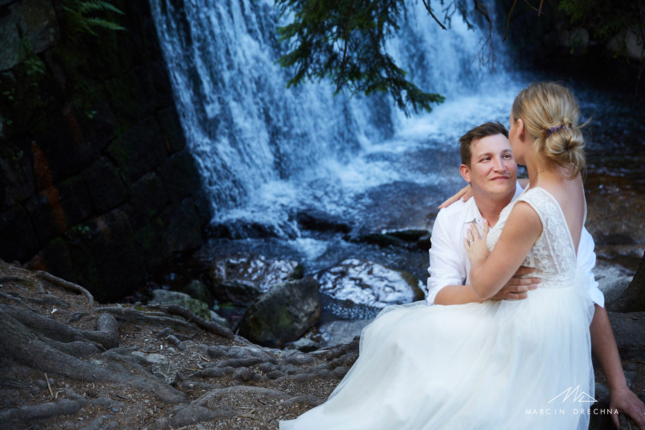 sesja ślubna w plenerze karpacz dziki wodospad