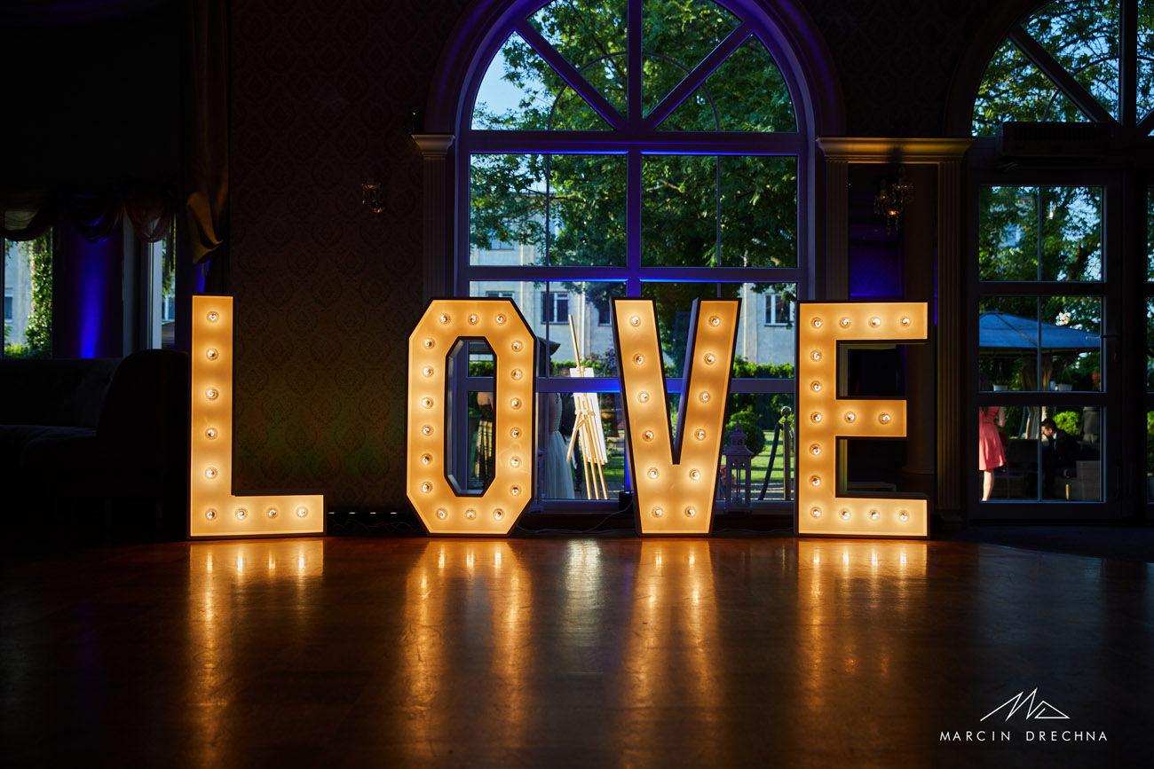napis love sala weselna roland tomaszów mazowiecki