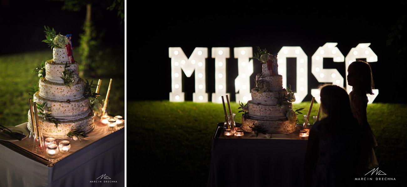 tort weselny na zewnątrz arboretum studzianki